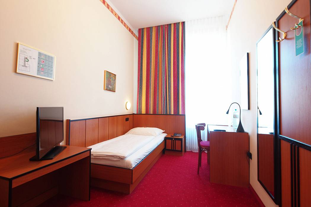 Standard single room image